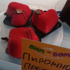 в Кафе Бим-Бом вкусное пирожное